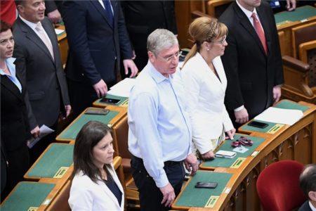 Nincs ellenzék a parlamentben, csak árulók vannak