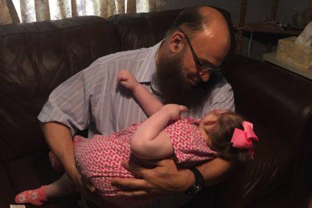 Egy líbiai bevándorló, aki halálos beteg gyerekeket fogad be