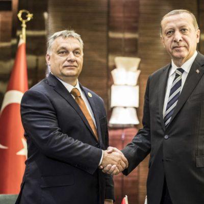 Bartus László: Madarat tolláról, Orbánt Erdoganról