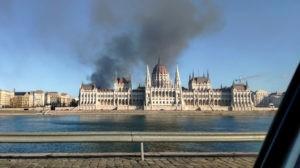 Ki gyújtotta fel a DK irodáit?