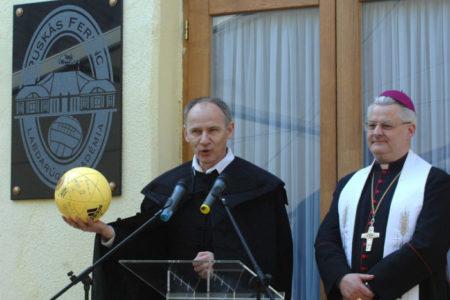 A református püspök a kormány pénzétől lesz derűs