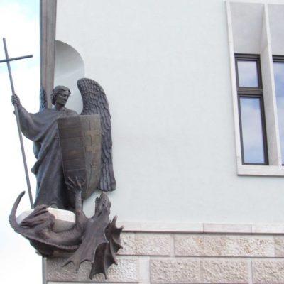 Gábor György: Orbán szobrot emelt magának
