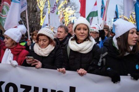 A politikai ellenzék a magyar nép mellé állt