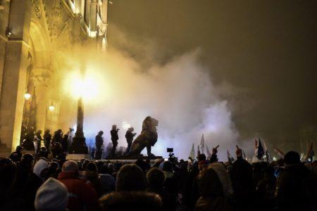 Orbán nem ad más esélyt, csak az utcai harcot