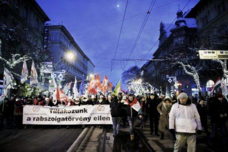 Sztrájkot és polgári engedetlenséget követelnek