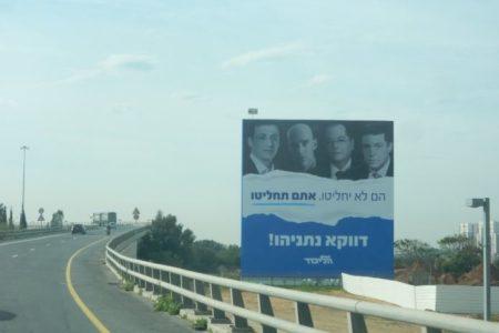 Náci módszer Izraelben: Netanjahu bűnözőként mutogatja az újságírókat