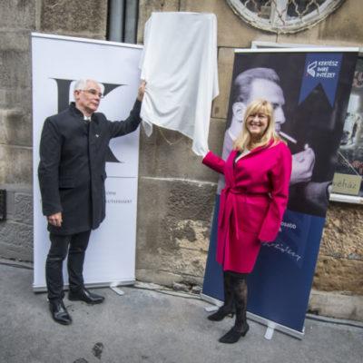 Sorstalanság: Schmidt Mária karmai közt marad Kertész Imre