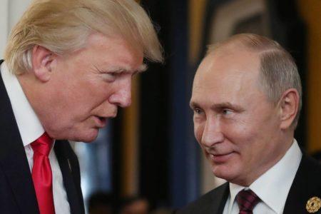 Trump az oroszoknak dolgozik, álca az oroszokkal való izmozása