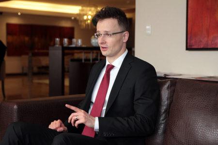 Szijjártó megfélemlíti a kritikus európai politikusokat