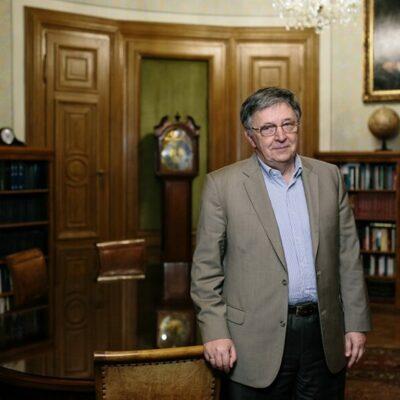 Döbbenetes árulás történt, behódolt a Magyar Tudományos Akadémia elnöke