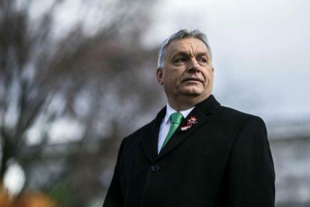 Orbán gyáva, de EU-ellenes, fasiszta beszédet mondott