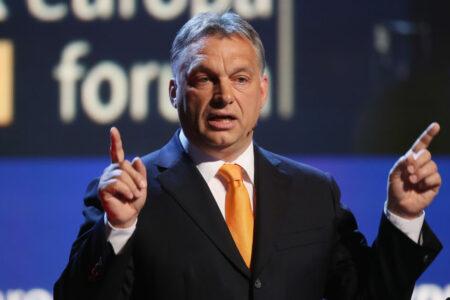 """A Magyar Nemzet cikke Orbán igazi arca, a """"csigavér"""" pávatánc"""