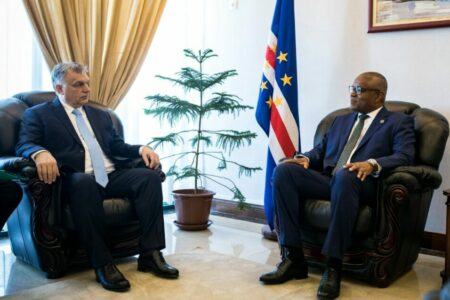 35 millió dolláros pénzmosás miatt mentek a Zöld-foki-szigetekre