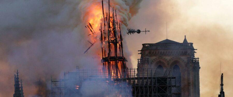 Bartus László: A Notre Dame tanulsága, a fa könnyen gyullad