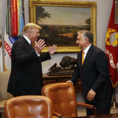Trump megpecsételte Orbán sorsát, hogy ikertestvérének nevezte