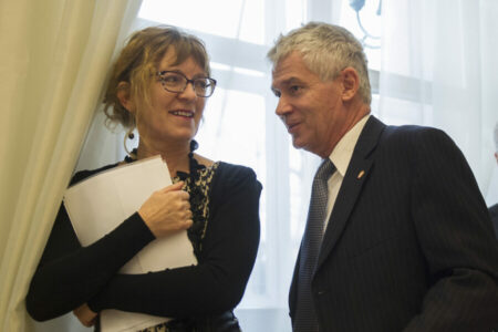Amikor a bűnpártoló legfőbb ügyész kitünteti a bírói függetlenséget romboló pártkatonát