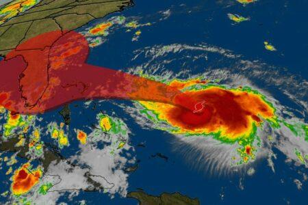 """Közeledik a """"Szörny"""" Florida partjaihoz"""