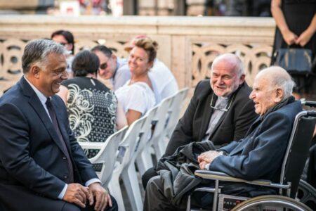 """Az orbáni """"keresztény szabadság"""" jogfosztást jelent"""