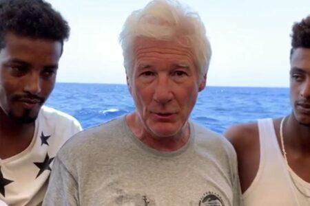 Ki kell-e menteni a tengeren hánykolódókat?