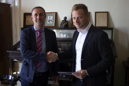 A lenyúlt pénzekből elkezdett jótékonykodni az Orbán-család