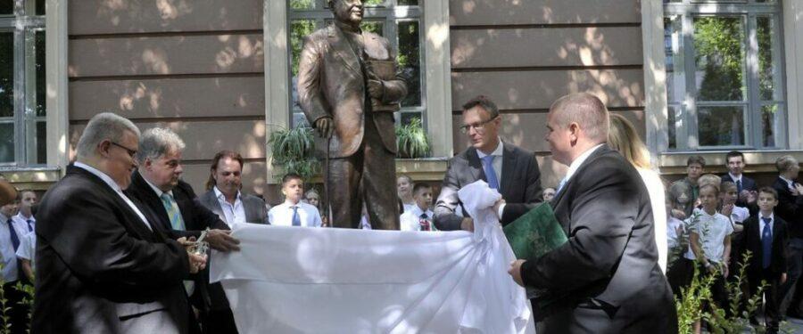 Azért avatják antiszemita szobrát, mert antiszemiták