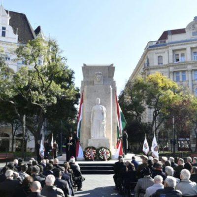 Istentelenek és hazaárulók, akik Orbán helyett jogállamot akarnak