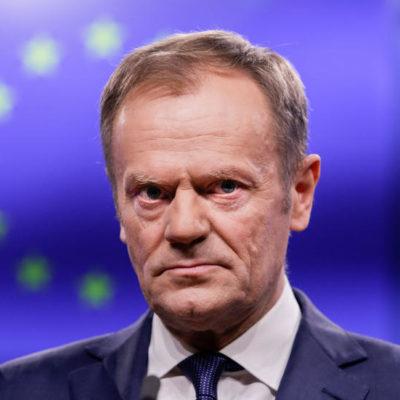 Véget vet-e a Néppárt saját pávatáncának Orbánnal szemben?