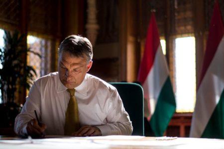 A NER akkor omlik össze, amikor semmit nem ér Orbán hazugsága, hogy nem ő írt alá