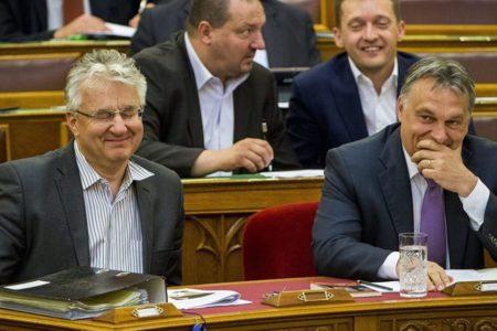 Orbán a KDNP-vel trükközhet, ha kirúgják a Néppártból