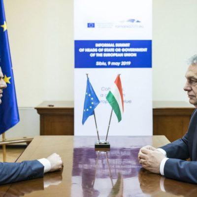 Orbán hiába tett szájzárat magára, a Néppárt béna foglya marad