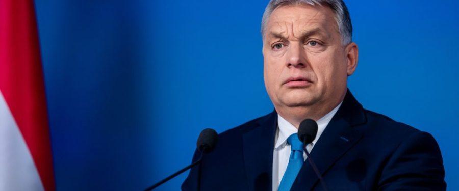 Orbán még nem tenné kötelezővé a fasizmust, de javasolja a Néppártnak