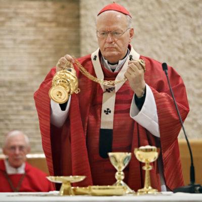 Orvosoknak nincs védőfelszerelése, eucharisztikus kongresszusra van pénz