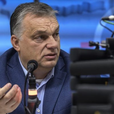 Orbán a rádióban hazudozik, uszít, miközben az egészségügy védtelen