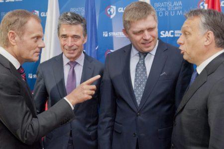 Donald Tusk mérnöki pontossággal hasonlította Orbánt a náci Carl Schmitthez