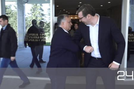 Hűtlen kezelés: Magyarországnak sincs elég, Orbán Szerbiának ad maszkokat