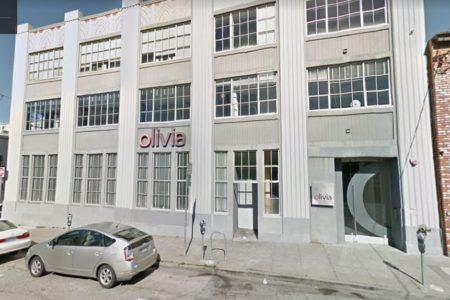 A Hit Gyülekezete azt terjeszti, hogy Bartus Lászlónak háromszintes irodaháza van San Franciscóban