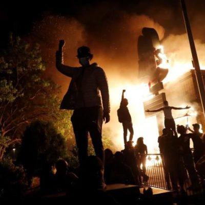 Trump rasszizmusát bizonyítja, hogy a gyilkosság ellen tiltakozókat támadja