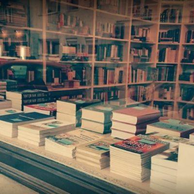 A Hit Gyülekezete emberi ürüléket helyezett a keresztény könyvesbolthoz, amely a Fesz lesz című könyvet árusítja