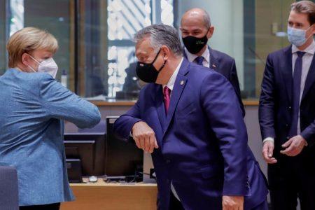 Merkel az EU sírját ássa, ha enged Orbánék zsarolásának