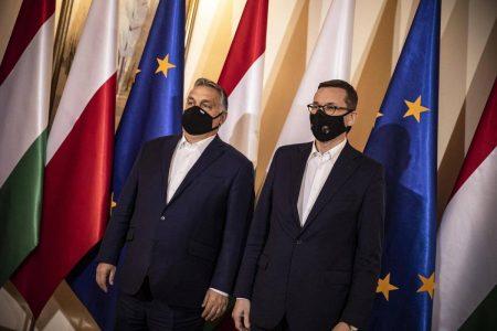 A lengyelek visszatáncolnak a vétótól, de gyomorfogatóan hamiskodnak