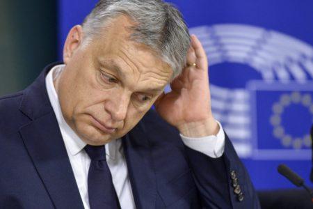 Orbán megelőzné a kirúgást, de úgy menne a Néppártból, hogy maradna