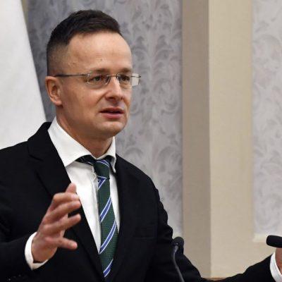 Szijjártó hazudik, nem orosz vakcinákkal vannak a magyarok beoltva, emberek életével játszanak