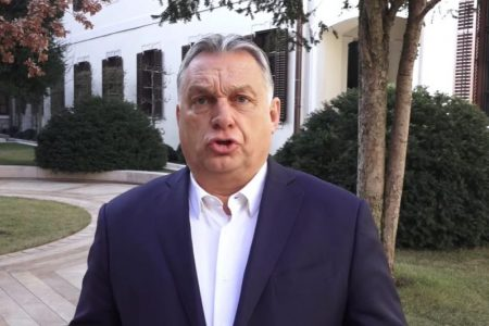 """Orbán nem tartozik a """"védekezés irányítói"""" közé, ezen az alapon nem kaphatna oltást"""