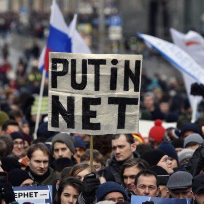 Az oroszok az interneten rombolják a világot, de ha őket fenyegeti, lekapcsolnák az internetet