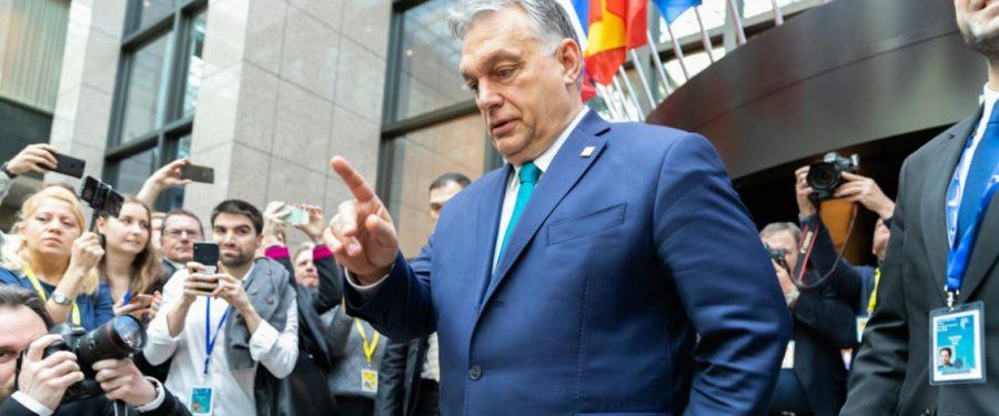 Pezsgőt bonthatnak a magyarok, Orbán az EU perifériájára hullott
