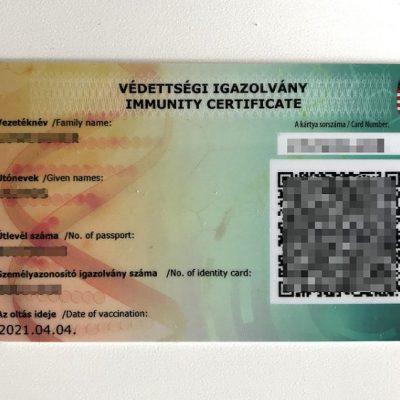 Magyarországon csak a semmit nem tartalmazó magyar oltási igazolványt fogadják el, milyen alapon várják el fordítva az Unióban?